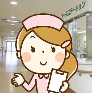 ナースステーションの前に立つ看護師さん